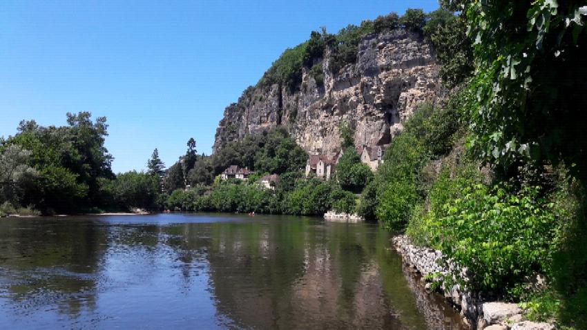 Dordogne river, La Roque-Gageac (France)