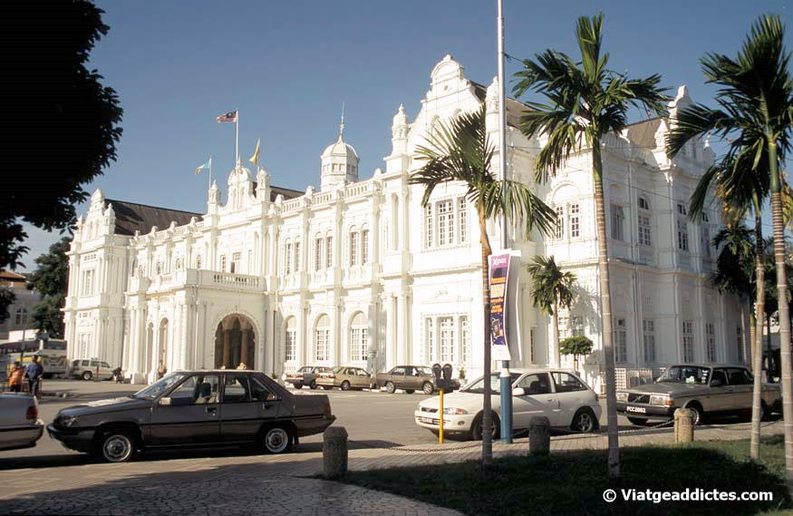 El imponente edificio del City Hall (George Town)